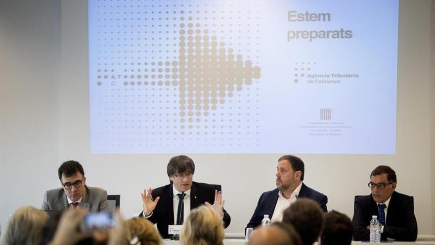 Puigdemont evita polemizar con Rajoy en el inicio de la semana clave para el 1-O