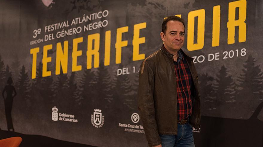 El escritor Javier Hernández durante el festival literario Tenerife Noir.