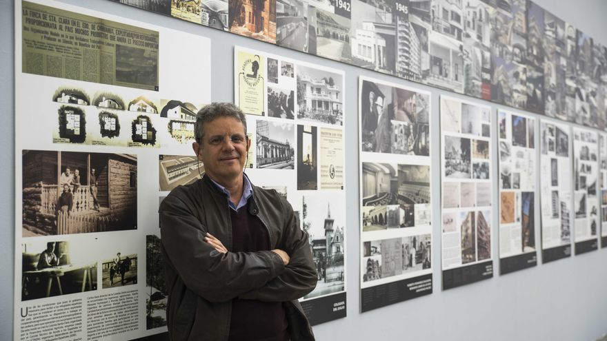 Juan Ignacio del Cueto Ruiz-Funes, en la exposición sobre arquitectura republicana española en México en la Escuela de Arquitectura de la UNAM.