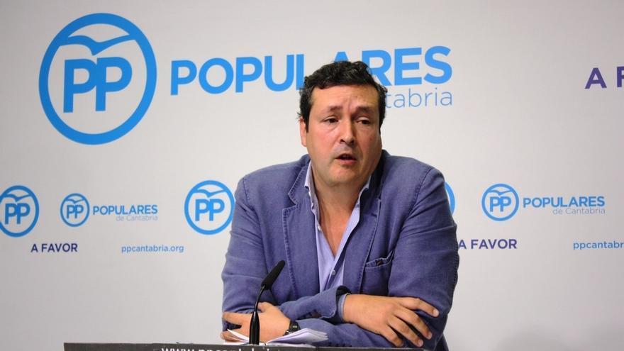 """El PP considera una """"tomadura de pelo"""" que PSOE y PRC renegocien el pacto a un año de las elecciones"""