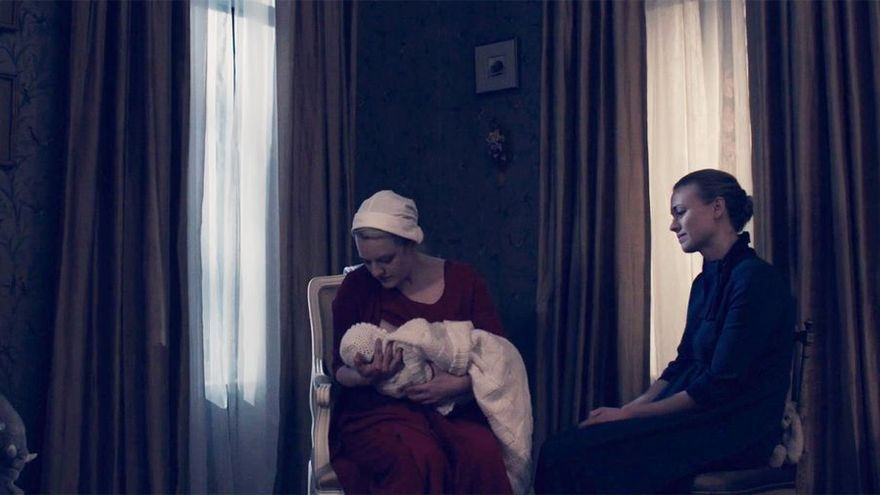 """Escena de la serie de HBO """"El cuento de la criada""""."""