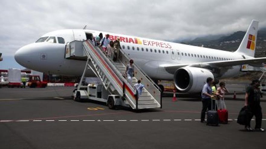 Avión de Iberia Express en el Aeropuerto de La Palma.