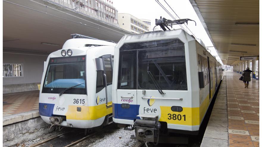 Trenes de Feve en la estación de Santander.