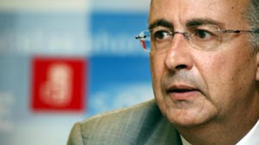 El portavoz del Grupo Parlamentario Socialista Canario, Francisco Hernández Spínola.