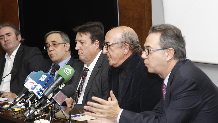 El secretario autonómico José María Vidal junto a Jaume Roures y los liquidadores de RTVV