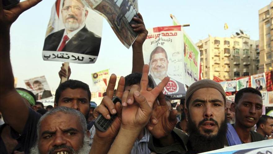 El fiscal remite a Mursi y a 14 dirigentes de Hermanos Musulmanes al Tribunal Penal