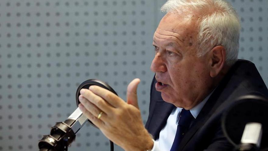 Margallo insta a Pérez de los Cobos a estar seguro de que los Mossos obedecen