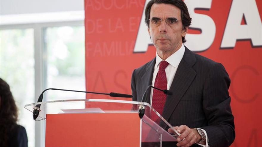 """Aznar pide a las instituciones """"reaccionar"""" ante conductas que quiebran la democracia"""