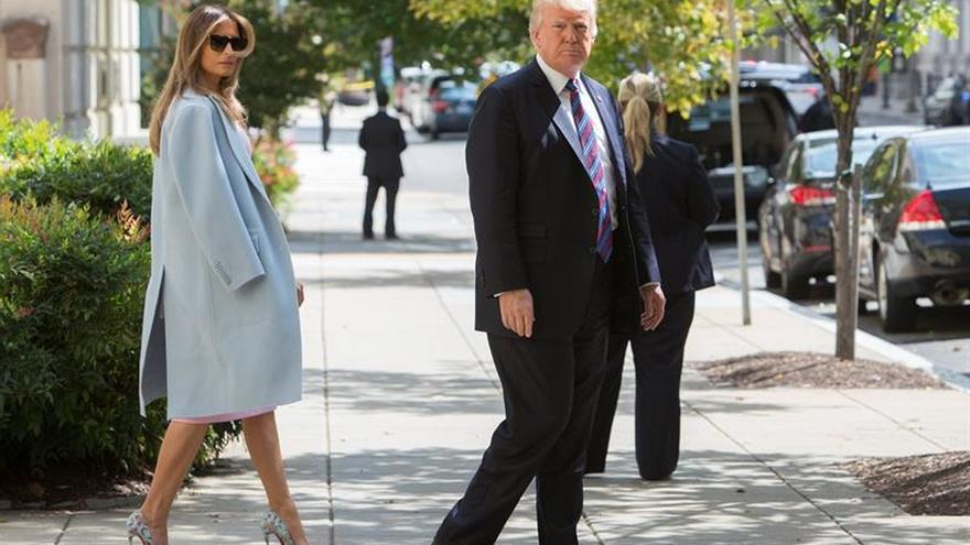 Trump y la primera dama encabezan un momento de silencio por las víctimas del 11S