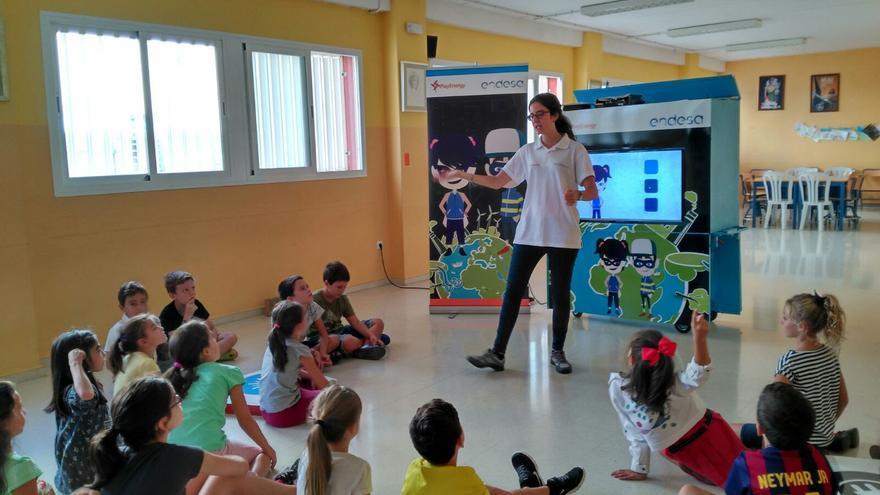 El programa 'Endesa Educa' se encarga de impartir el taller 'PlayEnergy' con el objetivo de difundir una cultura energética responsable.  Foto: Endesa.