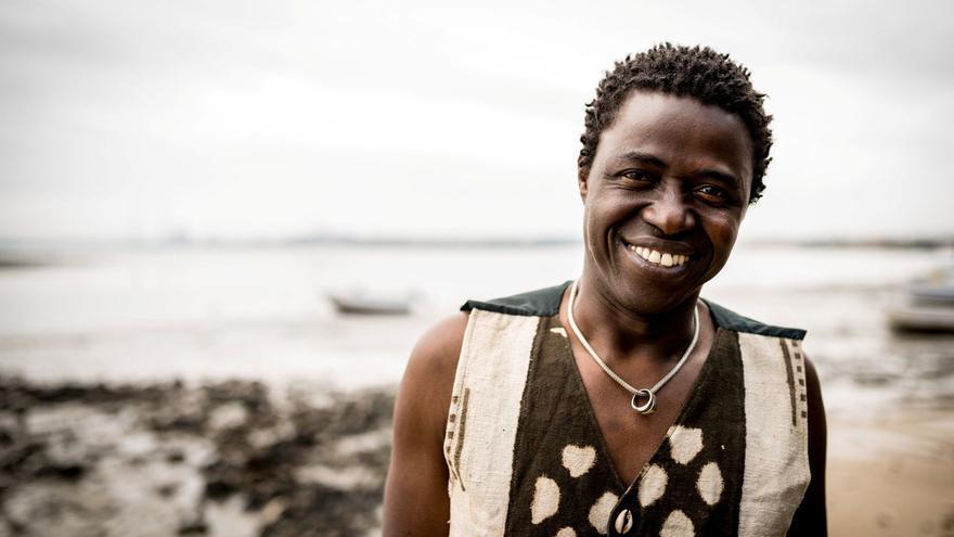 El músico Kimi Djabaté.