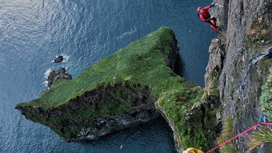 """Una vista perfecta de la denominada """"cola de ballena"""" del cabo Enniberg durante la épica ascensión"""
