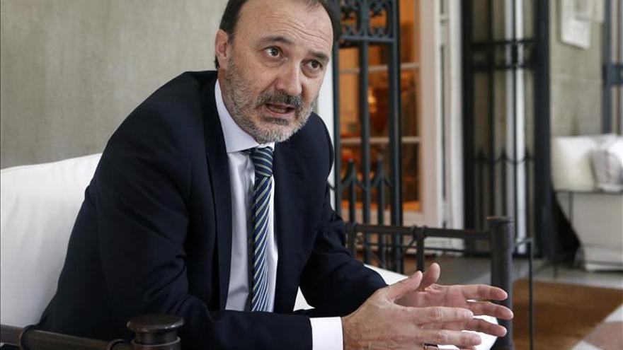 El presidente dominicano recibe al secretario de Estado de Cooperación de España