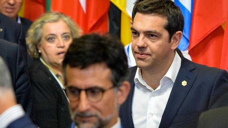 Mientras en Bruselas continúa la negociación, Grecia se prepara para lo peor