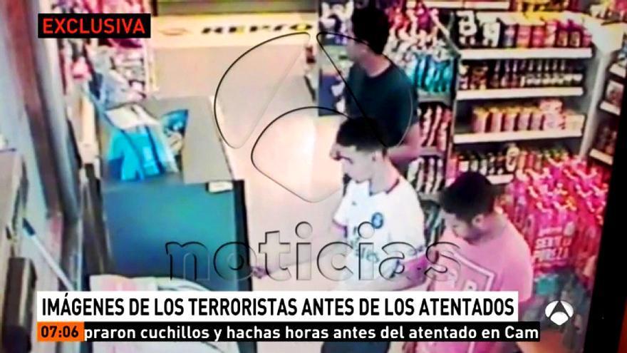 Antena 3 emite en exclusiva imágenes de los terroristas horas antes de atentar en Cambrils