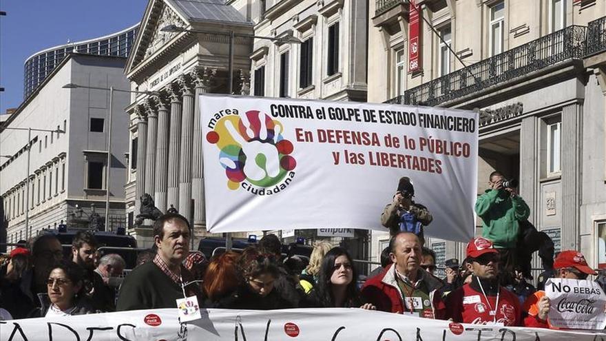 """Las mareas ciudadanas se manifiestan contra el """"austericidio"""" de la Troika"""