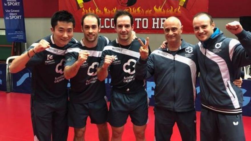 El equipo del Cajasur Priego de Córdoba de tenis de mesa celebra un triunfo en Copa de Europa en Bélgica