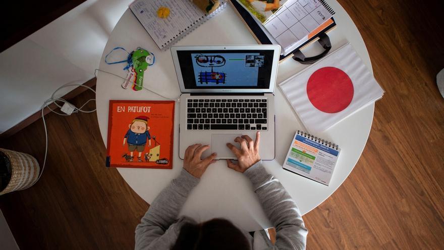 Ylenia, profesora de P3 en una escuela privada daba clases en línea a sus alumnos durante el confinamiento..