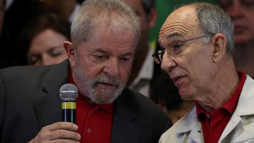 """Líder del PT afirma que Lula será candidato en 2018 y descarta un """"plan B"""""""