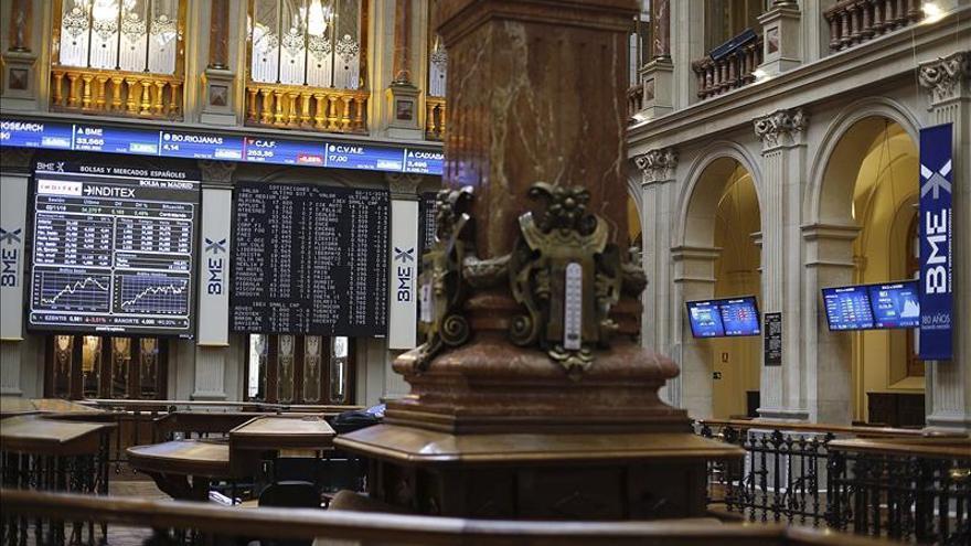 La bolsa española abre la semana en rojo y el IBEX cede un 0,27 %