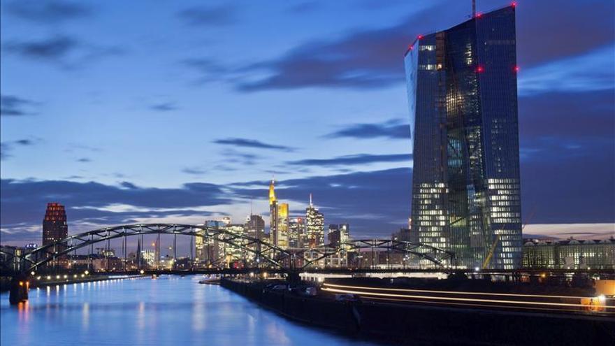 El BCE reduce los créditos de urgencia a los bancos griegos al descender su necesidad