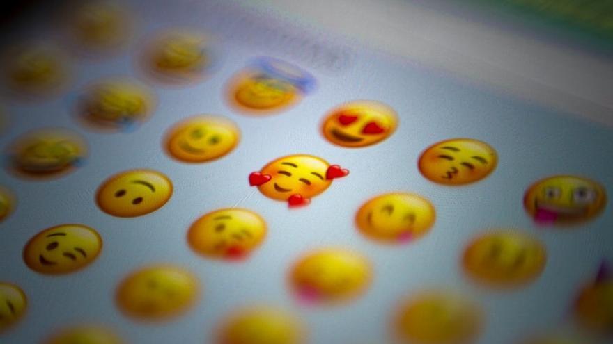 La carita con lágrimas de risa y el corazón vuelven a arrasar en las redes
