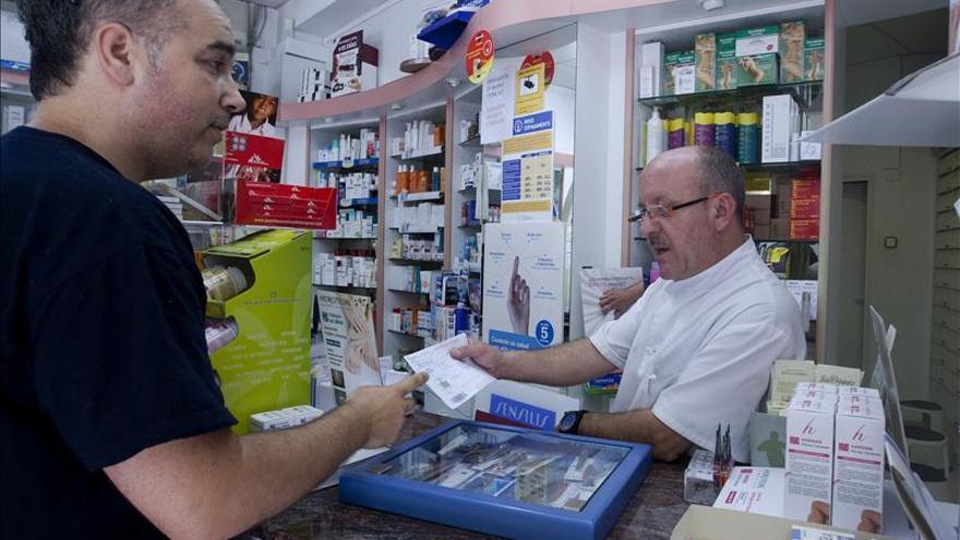 Sanidad cifra en 2.472 millones el ahorro farmacéutico en 15 meses de copago