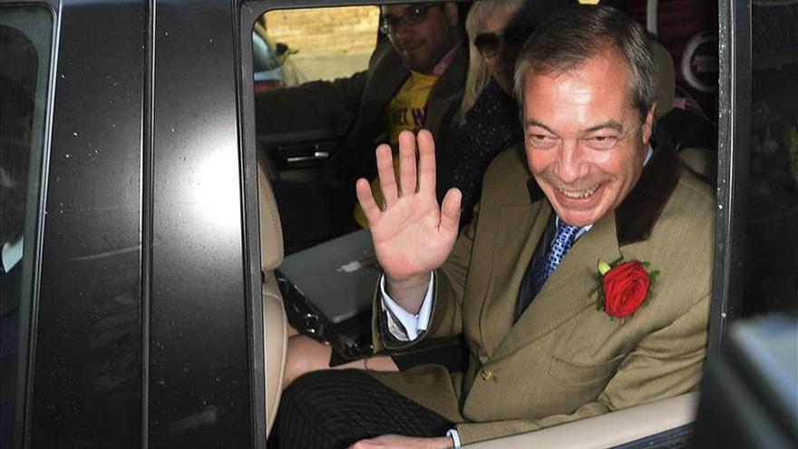 El líder del eurófobo UKIP, Nigel Farage, no entra en el Parlamento