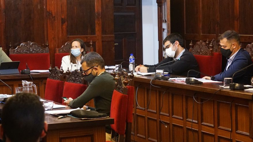 Los Llanos aprueba el pacto para la reactivación del municipio con el respaldo del PSOE
