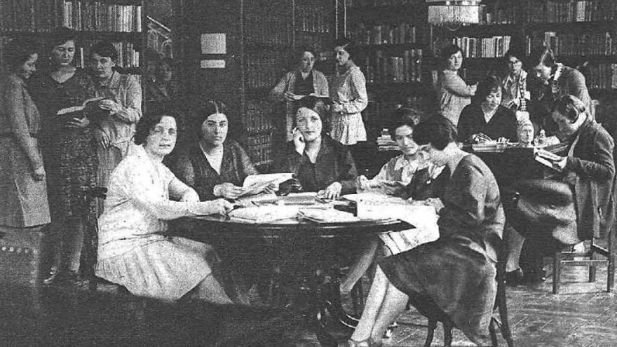 Entre 1924 y el 1928, Estrella Cortichs vivió en la Residencia de Señoritas, vinculada a la Institución Libre de Enseñanza. La imagen pertenece al reportaje 'La Residencia de Señoritas en la intimidad', publicado en Estampa el15 de abril de 1930.