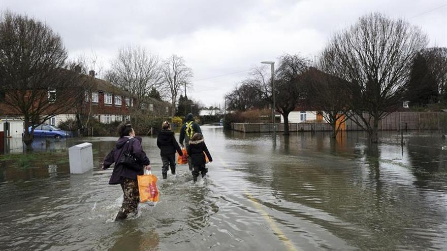 Inundaciones y cortes eléctricos por fuertes lluvias en Inglaterra y Gales