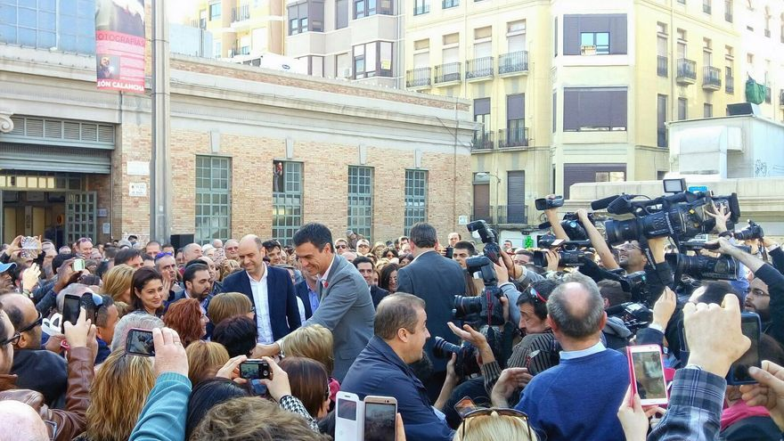 El candidato del PSOE a la presidencia del Gobierno, Pedro Sánchez, durante su visita en Alicante