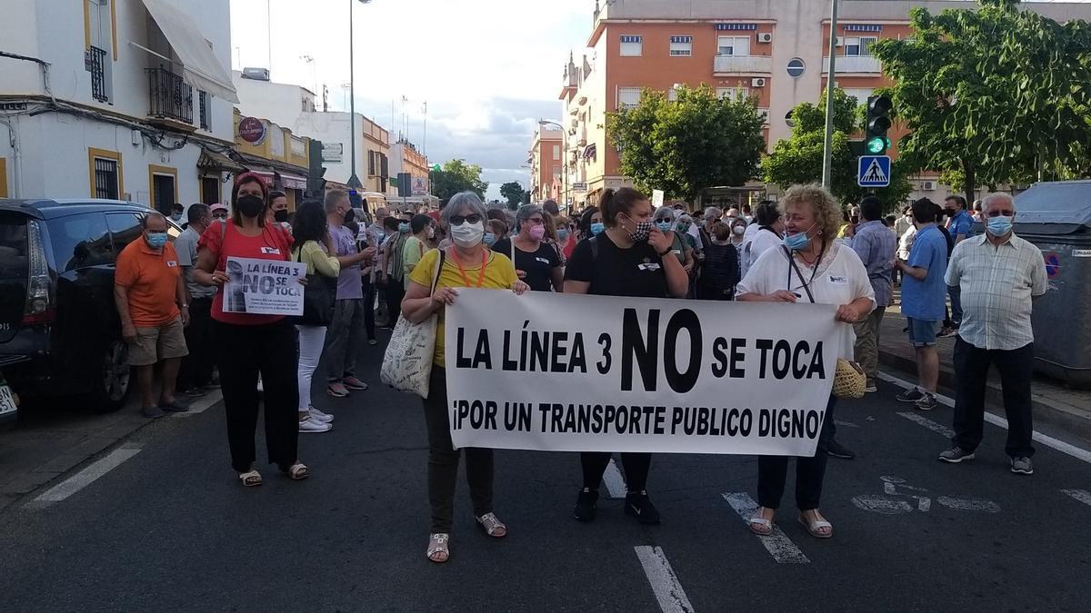 Protesta vecinal en San Jerónimo en contra de la modificación de la línea 3.