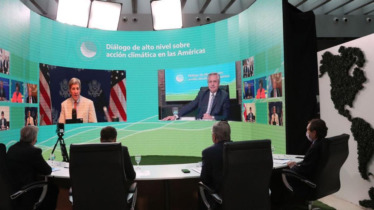 Alberto Fernández abrió la cumbre latinoamericana sobre cambio climático y después escuchó al enviado especial para el Clima de los Estados Unidos, John Kerry.