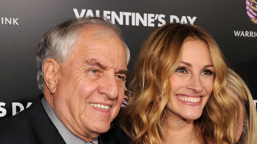 El director Garry Marshall y la actriz Julia Roberts, en el estreno de 'Valentine's Day'