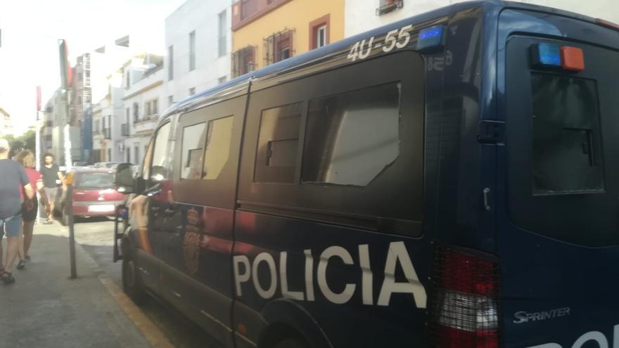 La Policía estableció este martes un dispositivo de seguridad frente al centro de acogida