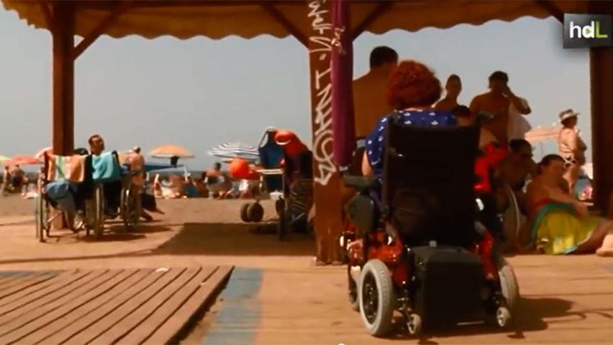 Playa de El Palmeral, en Almería, adaptada para personas con dificultades de movilidad.