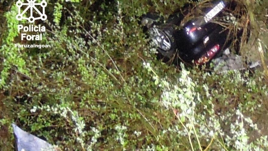 Herido grave un vecino de Lekunberri al caer su vehículo a una regata en Azpirotz
