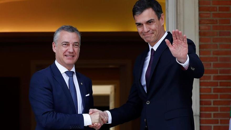 Pedro Sánchez recibe en Moncloa al lehendakari, Iñigo Urkullu.