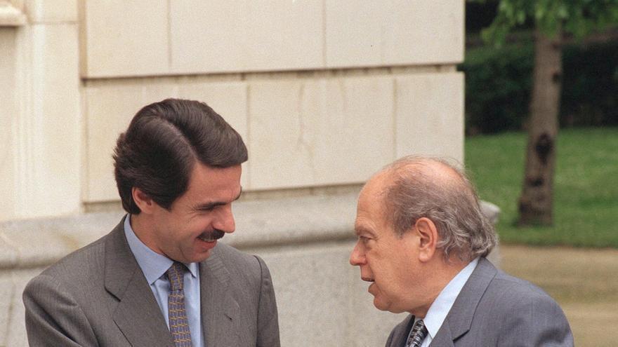 El presidente del Gobierno, Jose María Aznar, recibió en el Palacio de la Moncloa al presidente de la Generalitat, Jordi Pujol, con quien también almorzó, en el primer encuentro entre ambos líderes políticos desde que ratificaron el acuerdo de colaboración PP-CIU. 18-5-1996.