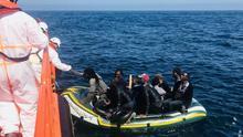 Rescatadas 223 personas que navegaban en cuatro pateras por el mar de Alborán rumbo a la costa andaluza