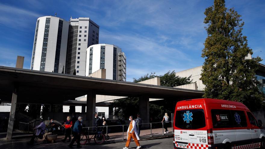 El virus sigue a la baja pero se cobra otras 71 vidas en Cataluña