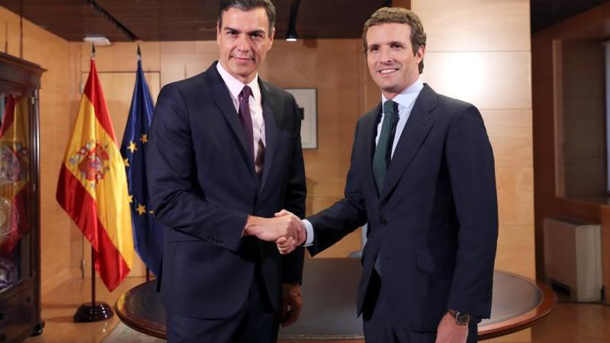 La reunión de Sánchez con Casado concluye tras casi una hora