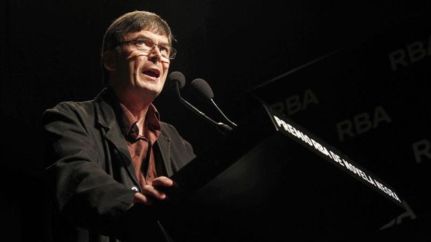 """Ian Rankin recupera en """"Perros salvajes"""" a su policía retirado John Rebus"""
