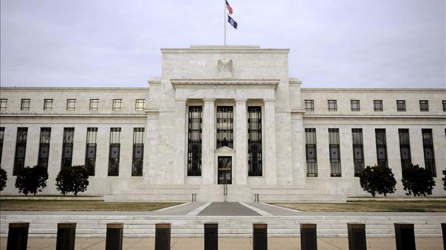 """La Fed ve """"improbable"""" una subida de tipos de interés en junio"""