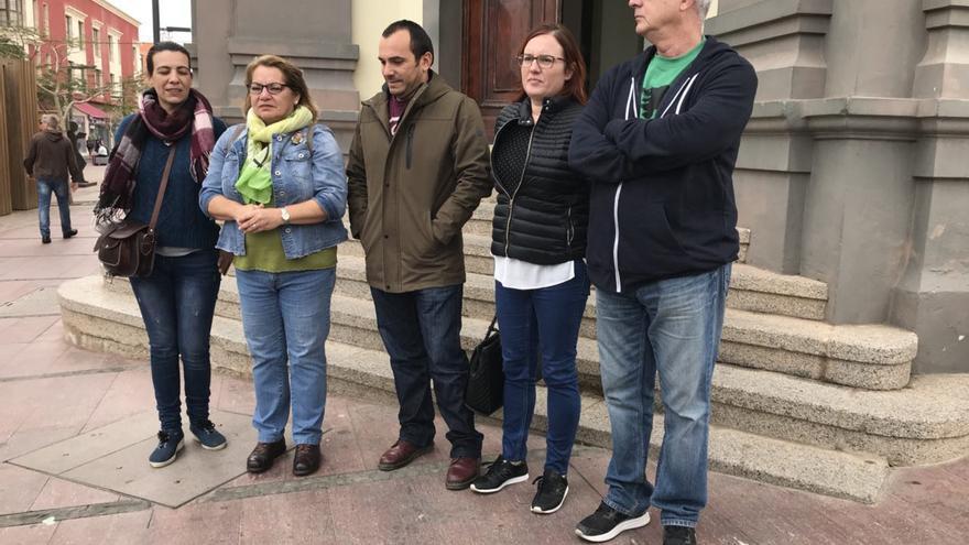 La diputada de Podemos, Meri Pita, explica en Fuerteventura  las iniciativas a raíz de las explosiones sónicas detectadas en aguas de Canarias