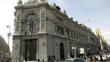 Edifico del Banco de España en la plaza de Cibeles y calle de Alcalá de Madrid.