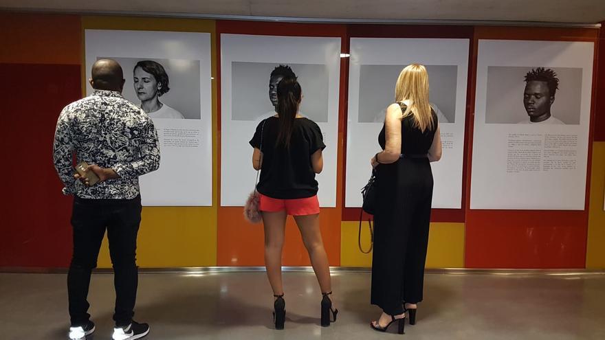 Exposición fotográfica en el hall del Teatro Circo de Murcia