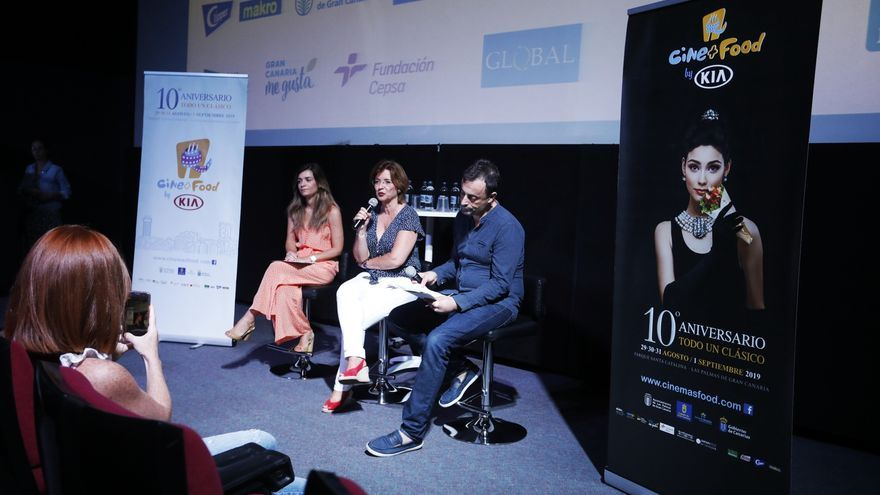 La concejal de Cultura de Las Palmas de Gran Canaria, Encarna Galván, junto con la directora de Marketing de KIA Canarias, Graciela Romero y el director de Cine+Food, Jorge Balbás