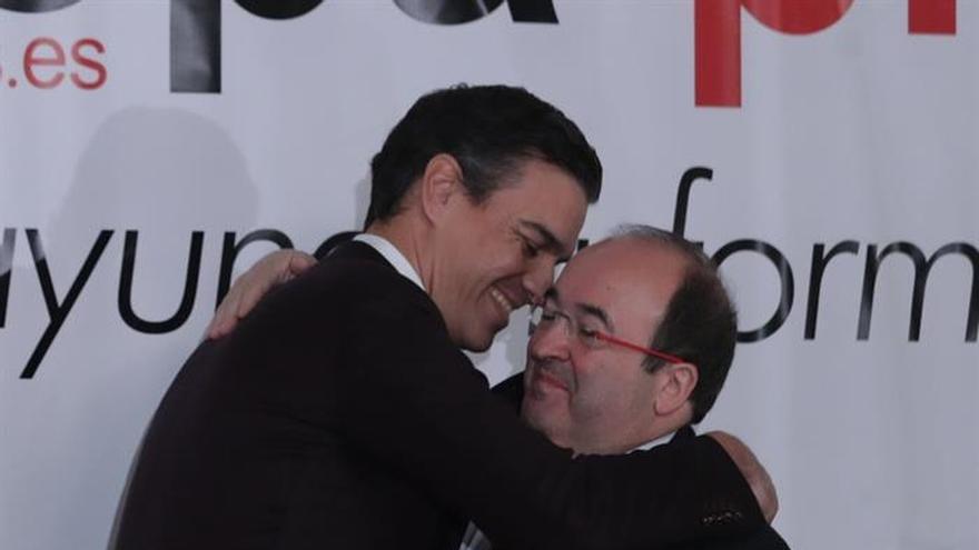 Sánchez pide que Rajoy aclare si cumplirá su palabra de reformar la Constitución